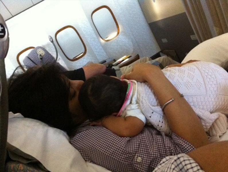 avião-criança-pequena-voo-internacional