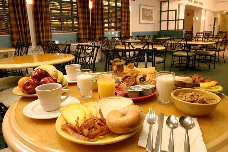 cafe-da-manha-incluso-hotel-perto-disney
