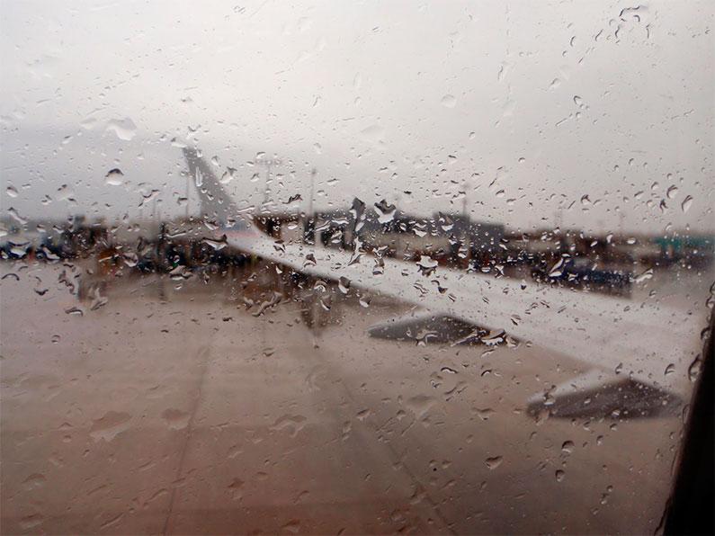 furacao-orlando-chuva-aeroporto