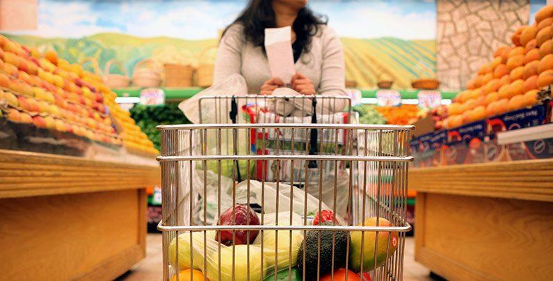 Resultado de imagem para Lendo a lista de compras