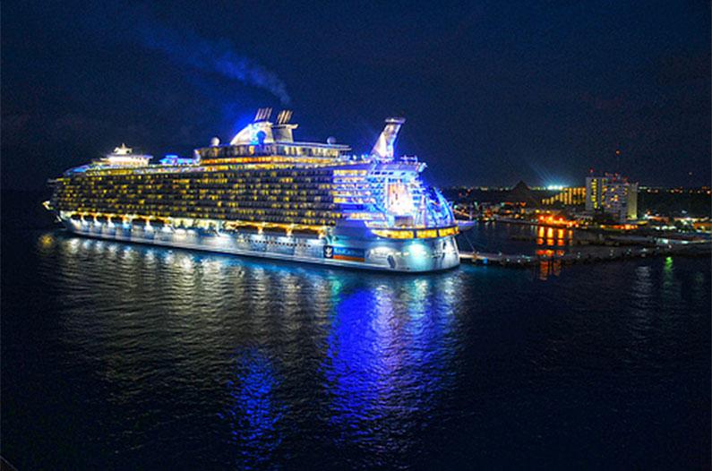 allure-of-the-seas-shows-navio