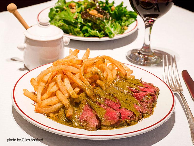 entrecote-restaurante-em-paris-carne-e-batata