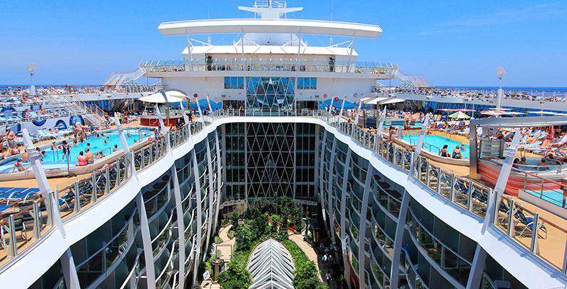 Tour da Classe Oasis of the Seas Royal Caribbean | 7 bairros, o que fazer